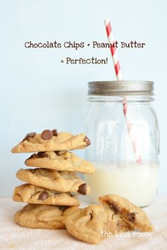 peanut-butter-chocolate-chip-cookie | theidearoom.net