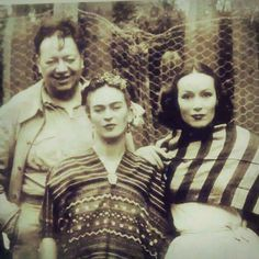 Diego Rivera, Frida Kahlo, and Dolores Del Rio (ahhhh) Frida E Diego, Diego Rivera Frida Kahlo, Frida Art, Mexican Artists, Mexican Folk Art, Famous Artists, Great Artists, Kahlo Paintings, Famous Mexican
