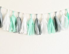 Mint Grey White Tassel Garland Mint Nursery by OhhHowCharming Coral Baby Showers, Mint Bridal Showers, Grey And Gold Bedroom, Gold Bedroom Decor, Unisex Baby Shower, Grey Baby Shower, Baby Shower Menta, Decoracion Baby Shower Niña, Mint Party