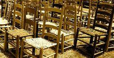 Мысли о вере: Меж двух стульев  Осознавая, что Бог вроде бы и скоро будет, но пока Его всё нет и нет, мы можем нащупать хитрый подход. С одной стороны, хозяина нет дома. Закатывай вечеринки хоть до утра. С другой стороны, рано или поздно Он появится. Надо соблюсти хотя бы внешние приличия…  #Библия #Bible