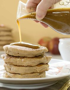 These Gluten-free Apple Teff Pancakes topped with Homemade Date Caramel Syrup will light upyour breakfast table. Healthy Vegan Snacks, Vegan Breakfast Recipes, Healthy Desserts, Breakfast Ideas, Healthy Recipes, Healthy Breakfasts, Vegan Sweets, Healthy Cooking, Yummy Recipes