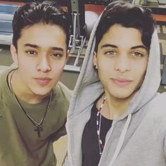 Read 🔋Capitulo from the story ¿Viviendo Con CNCO?[TERMINADA] by -CNCO- (Anthonella) with 399 reads. Love You Papa, I Love Him, Just Love, Cnco Band, Boy Bands, A Gomez, Memes Cnco, Twitter Bio, Prince