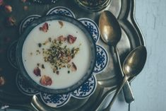An alarm clock at 5.30, long busy days at the end of the Winter, calm breakfast routine and a Persian kheer recipe to warm you up in chilly dark mornings.