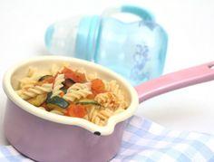 Babynahrung: Spiralnudeln mit Gemüseragout. Auch Babys lieben Pasta!