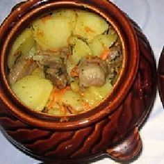 Pot roasted at Жаркое по-домашнему в горшочках Cooking and serving any dishes in pots is a pleasure. Especially tasty and juicy will be home-made roast in pots. And to cook this dish is not difficult. Kitchen Recipes, Paleo Recipes, Cooking Recipes, Ukrainian Recipes, Russian Recipes, Baked Pork, Cafe Food, Food Cravings, Healthy Cooking