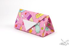 Make an origami clutch bag or purse! Great as a miniature bag for dolls, or a large one to actually use! Made from 1 sheet of square paper.