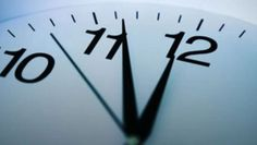 Bu yıl saatler 1 saat ileri alınmayacak ama, 50 milyon mobil cihaz pazar günü saatini otomatik olarak 1 saat ileri alacak.