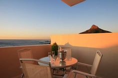The romantic weekend Cape Town breakaway with jacuzzi in Camps Bay.