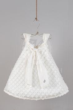 d6c0bf1be91c Βαπτιστικά ρούχα για κορίτσι της Angel Wings φόρεμα πουά