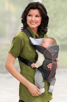 Wherever life takes you, carry your baby close to you in comfort and style! The Chicco UltraSoft Infant Carrier easily converts to carry your baby facing you or facing out to explore the world!