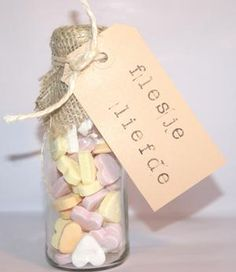 DIY wedding favors – you can easily do it yourself Little Presents, Diy Presents, Little Gifts, Diy Wedding Favors, Wedding Gifts, Idee Diy, Original Gifts, Jar Gifts, Love Gifts