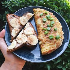 1 egg + 2 egg white omelette with bell pepper, onion, jalapeño and chipotle southwest seasoning then a piece of cinnamon raisin peanut butter banana toast Instagram - goodhealthgoodvibes