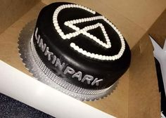 Great Linkin Park  Birthday Cake! 🎂😆 Park Birthday, Mum Birthday, Birthday Ideas, Linkin Park, Painting Hacks, Birtday Cake, Mike Shinoda, Alexander Hamilton, Cake Designs