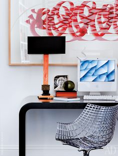 Компьютерный уголок в библиотеке. Стол по эскизу хозяина. Стул Meridiana, дизайн Кристофа Пийе, Driade. Настольная лампа 1940-х годов.