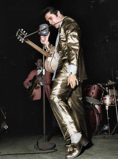 This subsequently colorized photo shows Elvis performing at the International Amphitheatre in Chicago, IL on March Elvis only wore the full gold lamé suit twice on stage, once in Chicago and the next day, on March at Kiel Auditorium in Lisa Marie Presley, Priscilla Presley, Rare Pictures, Funny Photos, Are You Lonesome Tonight, El Rock And Roll, Young Elvis, Elvis In Concert, Elvis Presley Photos