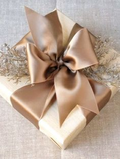 Christmas gift wrapping ideas DIY crafts ToniK ⓦⓡⓐⓟ ⓘⓣ ⓤⓟ wide satin ribbon www.eddieross.com
