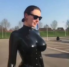 Sydney Fuller Marr loves to bounce in her latex outfit. - She love the feel of latex on her skin. Glamour, Sexy Gif, Pretty And Cute, Costumes For Women, Look Cool, Things That Bounce, Cute Girls, Boobs, Sexy Women