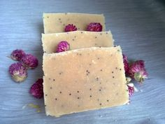 Ingredients: Coconut Oil, Palm Oil, Olive Oil, Goatsmilk, Water, Sodium Hydroxide with added Poppy Seeds no fragrance.