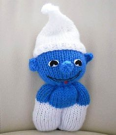 Schlumpf - kostenlose Strickanleitung (With images) Loom Knitting, Free Knitting, Baby Knitting, Knitting Sweaters, Animal Knitting Patterns, Crochet Dolls Free Patterns, Knitted Teddy Bear, Knitting For Charity, Crochet Dragon
