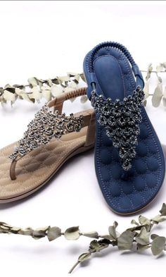 Are you tired of tiring high heels? How about this comfortable flat sandals with supper soft sole? Ugly Shoes, Cute Shoes, Me Too Shoes, Chanel Shoes Flats, Women's Shoes, Ladies Footwear, Ladies Shoes, Miller Sandal, Fashion Shoes