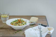 Cenouras assadas com pesto Pesto, Roasted Carrots, Cheese, Food, Carrots, Flowers, Essen, Meals, Yemek