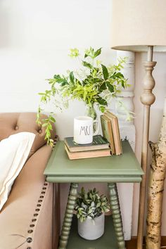 The Easy Way To Paint Curvy Furniture - If you are looking to paint furniture that has a lot of curves, this post will show you the easy way to do it. #homefurniture