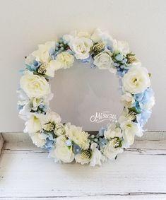 メルカリ商品: 可愛いホワイト~水色のお花いっぱいのリース 現品のみ お祝い 贈り物ハンドメイド #メルカリ
