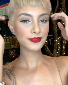 Trendfrisuren Bob, akkurater Mittelscheitel oder This particular language Lower Kick the bucket Frisurentrends 2020 Long Pixie Hairstyles, Trending Hairstyles, Pixie Haircut, Really Short Hairstyles, Cabelo Miley Cyrus, Miley Cyrus Short Hair, Hair Starting, Short Blonde, Short Hair Cuts