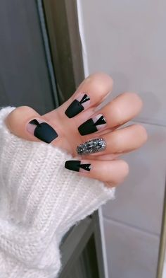 DIY Nail art designs that are actually very Easy. Get to the parties with the latest designs and styles. The diy nail designs is perfect for you, which you Edgy Nails, Grunge Nails, Stylish Nails, Halloween Acrylic Nails, Diy Acrylic Nails, Nail Art Designs Videos, Diy Nail Designs, Nail Swag, Nail Art Hacks
