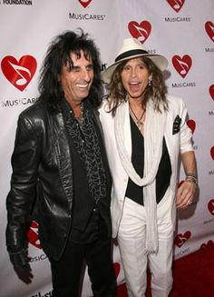Alice Cooper and Steven Tyler (The Aerosmith) - another photo Alice and Steven solo. Mia Tyler, Alice Cooper, Steven Tyler Aerosmith, Elevator Music, 80s Hair Bands, Joe Perry, Rockn Roll, Hayley Williams, Marching Bands