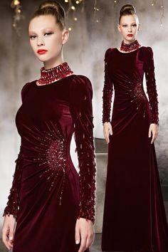 robe de soirée longue vin rouge manches longues Couture Fashion, Hijab Fashion, Fashion Dresses, Fashion Wear, Korean Fashion, Girl Fashion, Event Dresses, Prom Dresses, Velvet Fashion