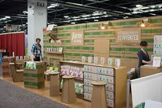 All cardboard trade show booth created for Quinn Foods. Functional furniture, TV, lights, etc. Hand made! Stage Design, Event Design, Trade Show Design, Micro Apartment, Show Booth, Exhibition Booth, Build Your Brand, Event Management, Sustainability