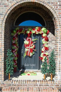 59 Amazing Christmas Entryway Decoration Ideas - About-Ruth Christmas Time Is Here, Christmas Is Coming, Christmas Love, Outdoor Christmas, Christmas Lights, Christmas Holidays, Christmas Ideas, Whoville Christmas, Christmas Goodies