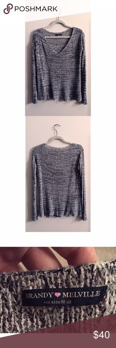Brandy Melville Loose KnIt Sweater Brandy Melville sweater loosely knit and *slightly* oversized. Perfect to be worn off the shoulder with the low neckline. Love the sleeves & it's really soft and comfy. Good condition with no holes or stains! Might keep if no one buys 🐰 Brandy Melville Sweaters Crew & Scoop Necks