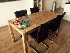 Gelakt en wel: een totaal nieuwe tafel!