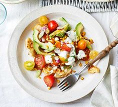 Try this tasty American-style tomato, avocado and corn salad alongside roast chicken or barbecued meat. Buttermilk in the dressing adds a hint of sourness Vegetarian Breakfast Recipes, Veggie Recipes, Salad Recipes, Healthy Recipes, Vegetarian Food, Healthy Foods, Corn Avocado Salad, Corn Salads, Vegetable Puree