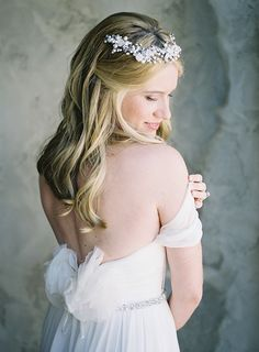 Romantic and Elegant Bridal Style with Loose, Natural Waves | Heather Payne Fine Art Photography | http://heyweddinglady.com/enchanted-garden-wedding-colorful-summer-florals/