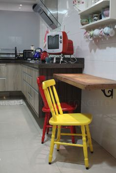 Cadeira Colorida Country Color. a sua decoração vai ser um sucesso!! http://www.emporioconceito.com.br/cadeira-country-color-2001-c.html