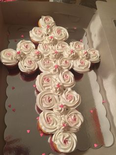 Cupcakes arranged in the shape of a cross. Great idea for a baby girl's baptism party or baby dedication. Girl Baptism Party, Christening Party, Baptism Gifts, Baby Christening, Baptism Cakes For Girls, Baptism Ideas Girls, Baptism Food, Baptism Party Decorations, Baptism Centerpieces