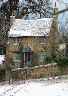 "My dream home! cottage from ""The Holiday"" movie. Cottage Shabby Chic, Cozy Cottage, Cottage Homes, Cottage Gardens, Modern Cottage, Irish Cottage, Cottage House Plans, Small House Plans, Modern Country"