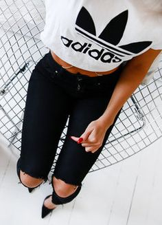 Switch the heels for all black converse and this outfit is perfect . Tell me in the comments what you think
