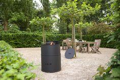 Tulp staat bekend om zijn originele en gewaagde designs en ontwerpen. De Barrel is hiervan een goed voorbeeld. Het ontwerp van de Vuurkorf Barrel is geinspireerd op een olievat en is ontsproten aan het creatieve brein van ontwerper en designer Bart Vos. De Barrel is te gebruiken als Vuurkorf of BBQ. Verkrijgbaar in de kleuren oranje of zwart (lak) is de Barrel Barbecue in drie hoogtes verstelbaar voor het beste resultaat. Na gebruik kan de Barrel worden afgesloten met een deksel. Nu € 845,00