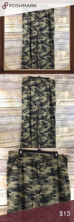 Men's Camo Fleece Pajama Pants Size LT NWOT Camo Fleece Pajama Pants Size Large New without tags. 36 inch waist without stretching material. 33 inch inseam. 15 inch rise.  🦋 Be sure to read measurements.  🦋 All Offers Are Considered Don't Be Shy! 😍 🦋 No Trades  🦋 15% OFF Bundles  🦋 Color may vary slightly due to lighting Pants Sweatpants & Joggers