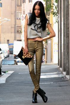 15 Chic and Stylish Street Style Looks for Every Occasion - Top Inspirations Stylish Street Style, Street Style Looks, Street Style Women, Street Chic, Street Fashion, Street Styles, Metallic Jeans, Gold Jeans, Fiestas