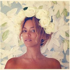 Beyoncé - Beyoncé crowned with roses.