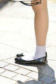 ぴょんすさんのストリートスナップ(2017-03-26)。最新のファッションは「注目GIRL」でチェック 8ページ目 Ballerina Flats, Ballet Flats, Wedge Boots, Shoe Boots, Preety Girls, Preteen Fashion, Flats Outfit, Socks And Sandals, Mein Style