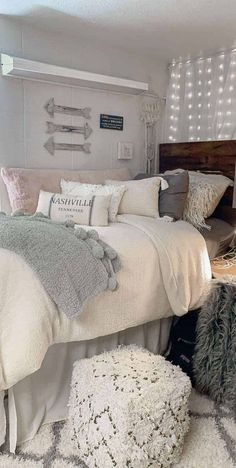 Trendy Dorm Room Ideas To Copy This Year love this dorm ro. Trendy Dorm Room Ideas To Copy This Year love this dorm ro. College Bedroom Decor, Cool Dorm Rooms, College Room, Room Ideas Bedroom, Dorm Room Themes, Pink Dorm Rooms, Dorms Decor, Dorm Room Ideas For Girls, Cute Dorm Ideas