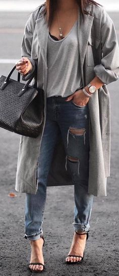 These stylish and trending Winter Outfit Ideas are so genius that keeps you so comfortable and warm in the season. You can wear them all the day when you step out. Stylish Winter Outfits.