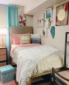 My first off to college✔️ We had a super fun day decorating her dorm room...now…