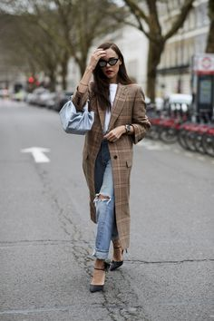 See the looks that caught our attention, and stay tuned for more of London Fashion Week's top street style moments. London Fashion Weeks, Top Street Style, Autumn Street Style, Street Styles, Street Chic, London Stil, Inspiration Mode, Night Outfits, Spring Outfits